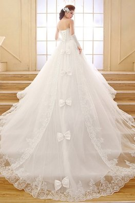 Sweetheart Embroidery Gemstone Diamond Bow A-Line Lace Gown with Chapel Train