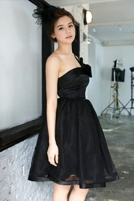 Black One-Shoulder Bow Mini Gown