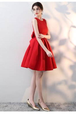 Red Round Neck Pleated Bow Dress