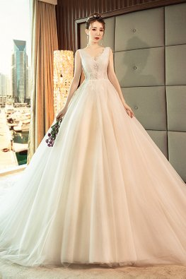 V-Neck Scallop Lace-Lined Lace Wedding Gown with Chapel Train