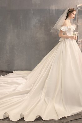 Off-Shoulder Double Ruffles Bow Wedding Gown with Chapel Train