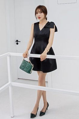 Black V-Neck Shoulder Bow Bubble Pocket Dress