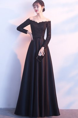 Black Off-Shoulder Long Sleeves Lace Gown