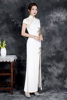White Two-Patterned Embroidery Front Slit Cheongsam