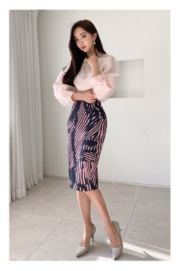2-Pc Pink / Black Tulle Sleeves Top + Abstract Stripe Print Skirt