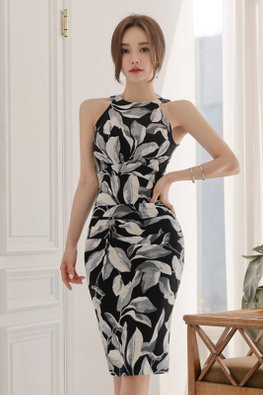 Leaf-Print Halter Neck Sheath Dress